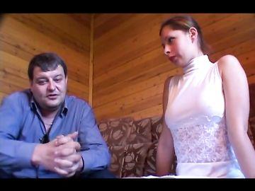 Стройная русская девушка легкого поведения ебется со зрелым мужчиной