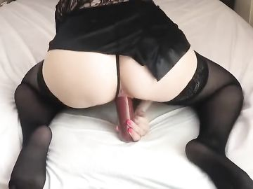 Решила довести себя до головокружительного оргазма перед камерой