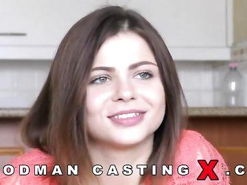 Русская миловидная девчонка специально приехала на кастинг Вудмана