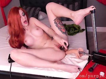 Крутая мастурбация в секс чате от ярко рыжей татуированной красотки