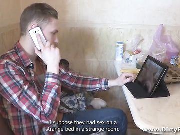 Куколд от парня, который увидел развратные фото подруги и отомстил ей