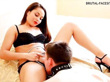 Соблазнительная брюнетка Kristall Rush заставляет парня делать ей куннилингус