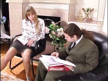 Стройная девушка в телесных колготках отдается русскому мужику