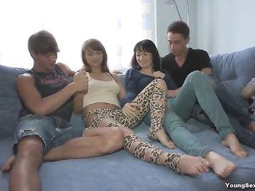 Чтобы разнообразить сексуальную жизнь, пара устраивает групповой секс